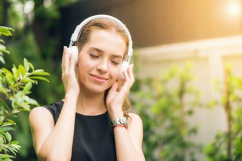 Sprzątanie przy muzyce – czyli, jak zmienić obowiązek w przyjemność